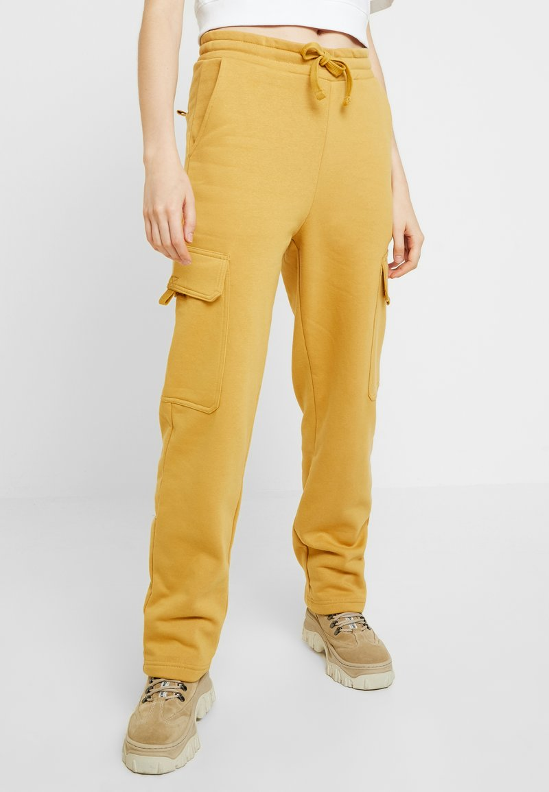 Monki - WILLOW - Tracksuit bottoms - camel