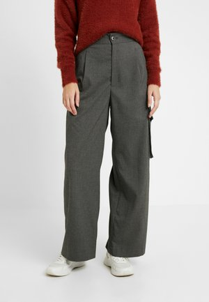 ENTRIE CARGO TROUSERS - Bukse - black/grey