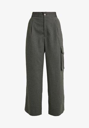 ENTRIE CARGO TROUSERS - Kalhoty - black/grey