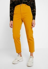Monki - YOSSAN URGENT - Broek - yellow dark - 0