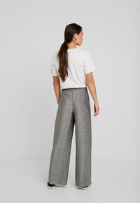Monki - DONNA PARTY TROUSERS - Kalhoty - silver - 3