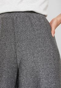 Monki - DONNA PARTY TROUSERS - Kalhoty - silver - 5