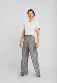 Monki - DONNA PARTY TROUSERS - Kalhoty - silver - 2