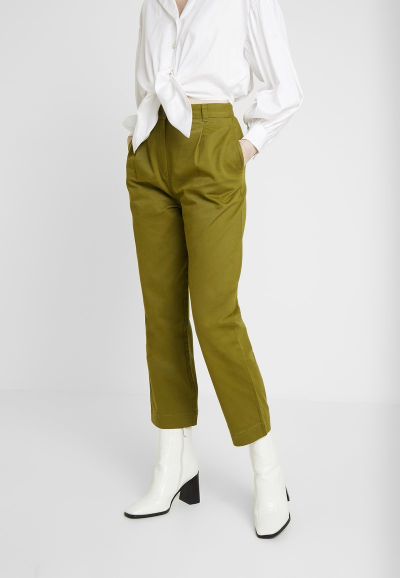 Monki - JAINEY TROUSERS - Bukse - green