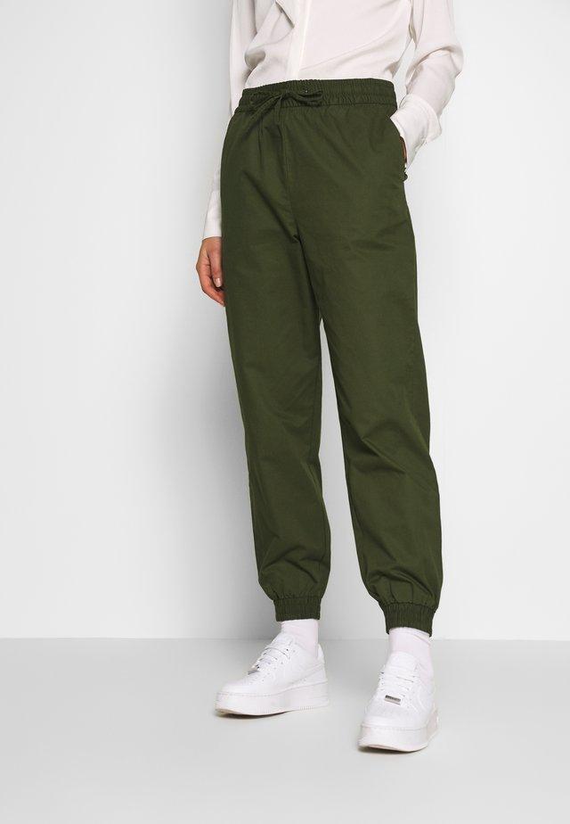 PAM TROUSERS - Spodnie materiałowe - khaki green
