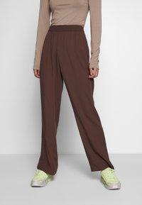 Monki - SAMI TROUSERS - Trousers - brown - 0