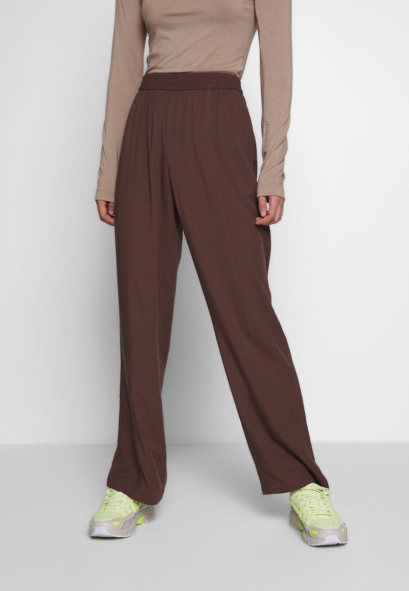 Monki - SAMI TROUSERS - Trousers - brown