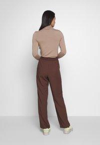 Monki - SAMI TROUSERS - Trousers - brown - 2