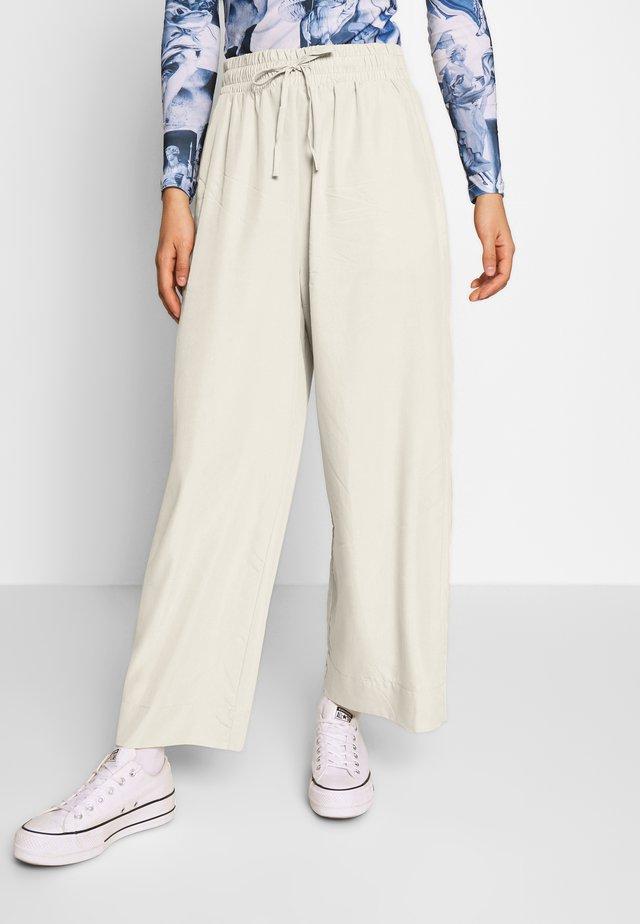 TAVI TROUSERS - Pantalon classique - light beige