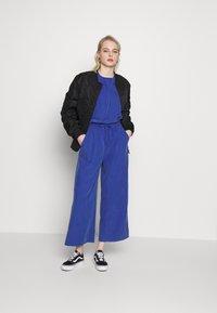 Monki - TAVI TROUSERS - Pantaloni - blue - 1