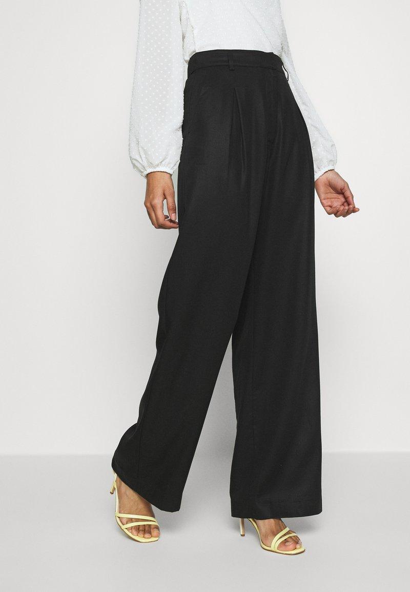 Monki - CARMEN TROUSERS - Pantalon classique - black
