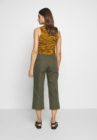 Monki - MABEL TROUSERS - Bukse - khaki - 2