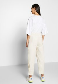 Monki - MARISSA TROUSERS - Bukse - white dusty light - 2