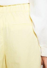 Monki - MARISSA TROUSERS - Bukse - yellow light solid - 4