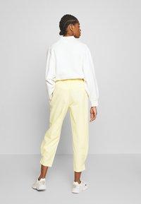 Monki - MARISSA TROUSERS - Bukse - yellow light solid - 2
