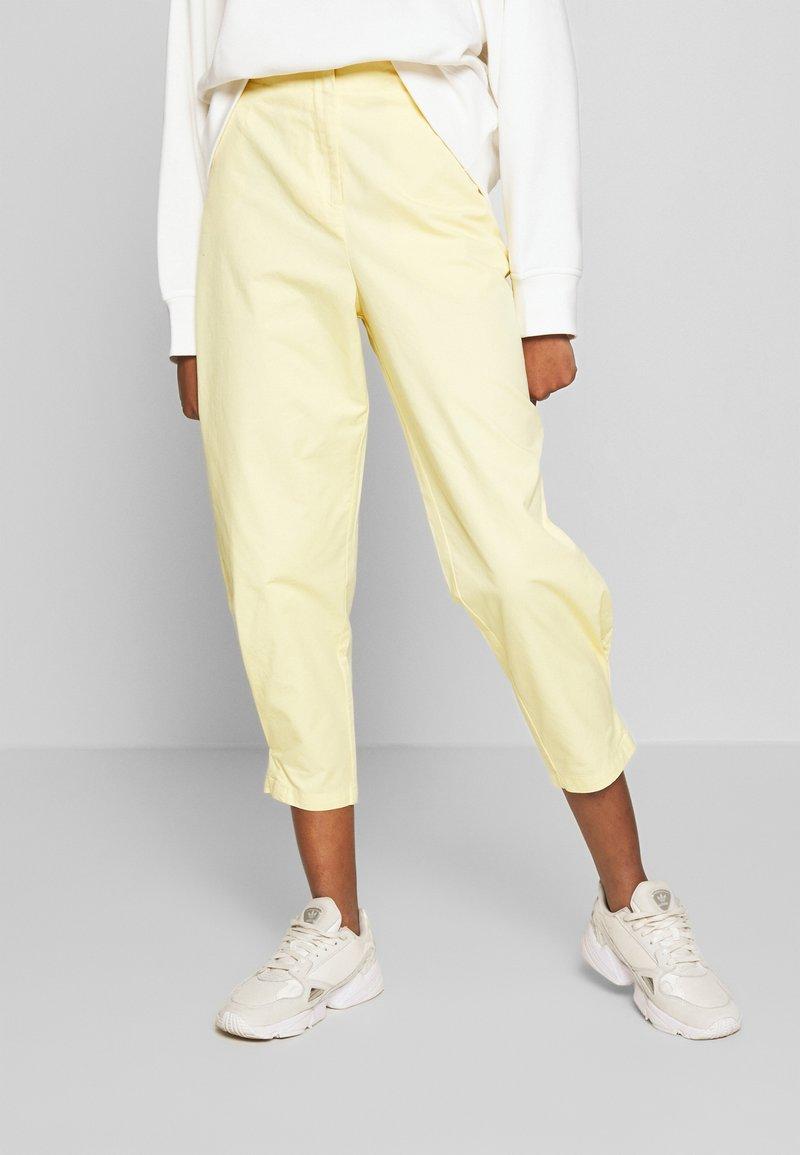 Monki - MARISSA TROUSERS - Bukse - yellow light solid