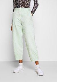 Monki - JONI TROUSERS - Pantaloni - green light sage - 0