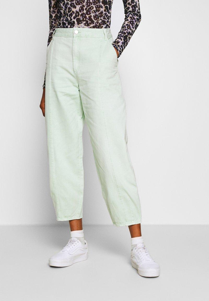 Monki - JONI TROUSERS - Pantaloni - green light sage
