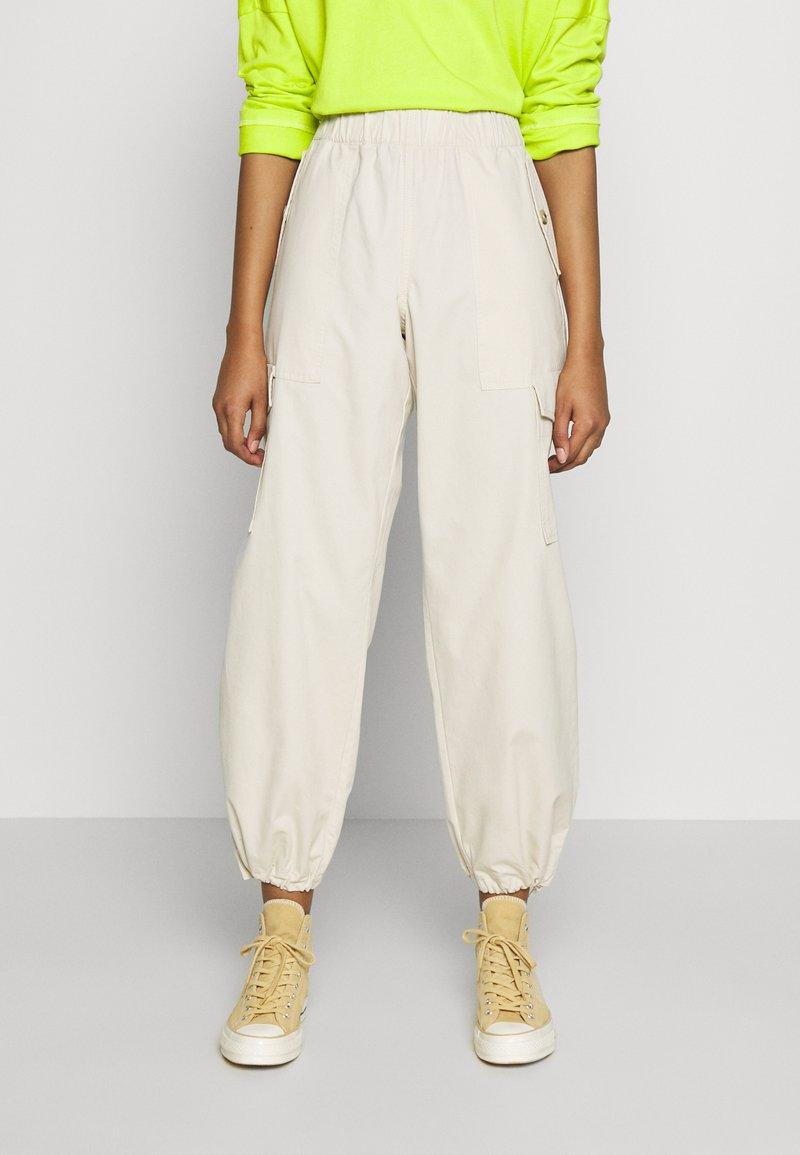 Monki - SUM TROUSERS - Trousers - beige dusty