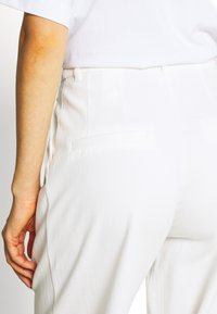 Monki - GALINA TROUSERS - Bukse - white light - 5
