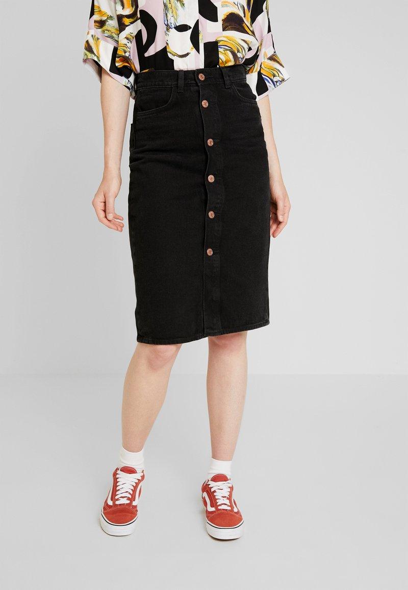 Monki - JANE SKIRT - Pouzdrová sukně - black dark