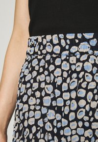 Monki - LAURA PLISSÉ SKIRT - A-linjainen hame - blue dark - 4