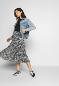 Monki - LAURA PLISSÉ SKIRT - A-linjainen hame - blue dark - 1