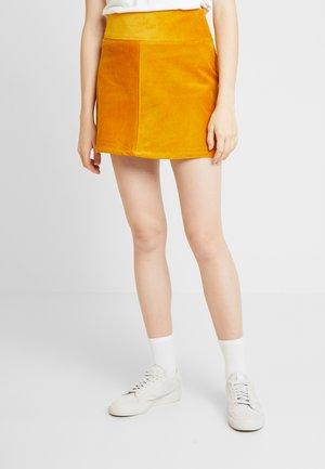 QUINN SKIRT - Minifalda - yellow dark