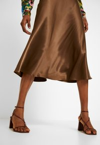 Monki - BRISA SKIRT - A-lijn rok - brown - 3