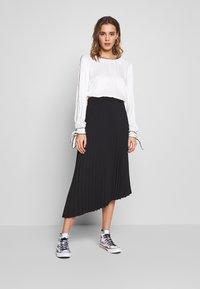 Monki - YAN PLISSE SKIRT - A-snit nederdel/ A-formede nederdele - black - 1