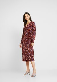 Monki - ERICA DRESS - Korte jurk - red/multisprinkle - 2