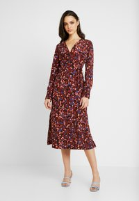Monki - ERICA DRESS - Korte jurk - red/multisprinkle - 0