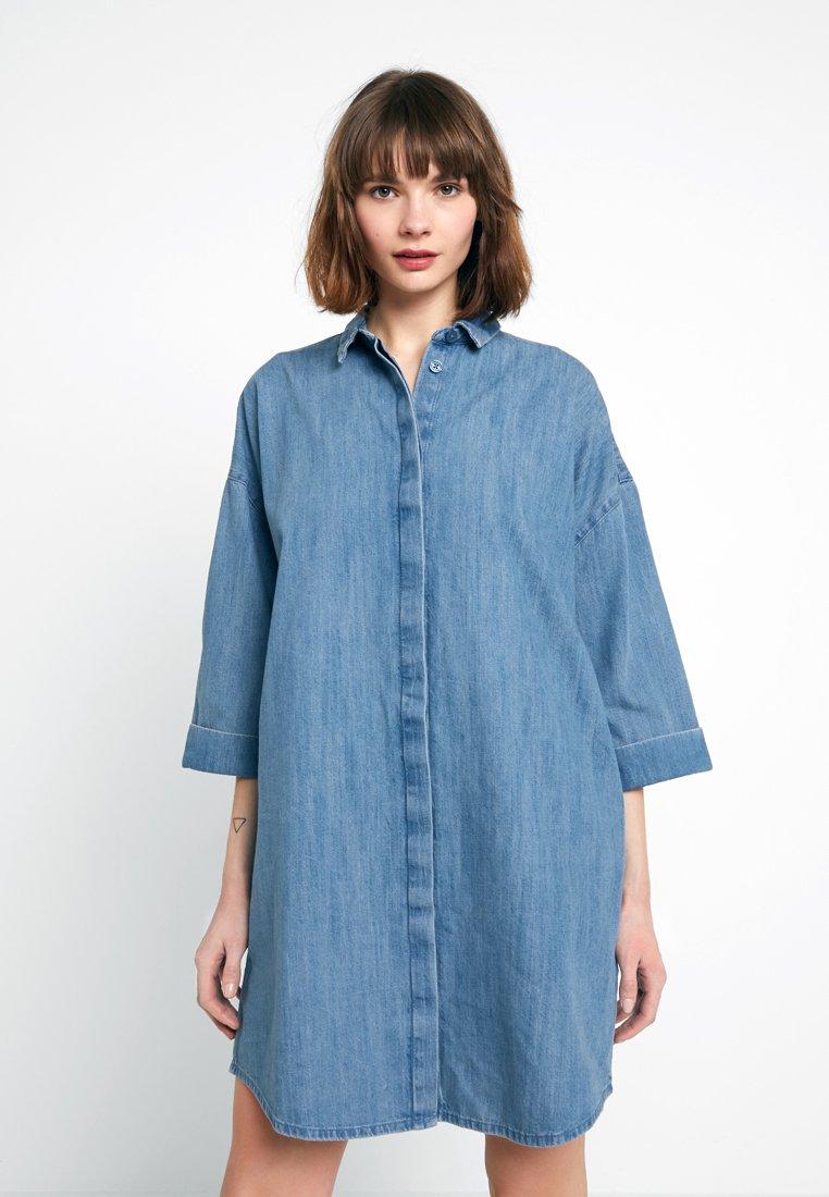 Monki - MONA LISA DRESS - Jeanskleid - dark blue