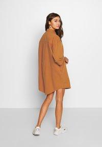 Monki - MONA LISA DRESS - Robe chemise - orange dark - 2