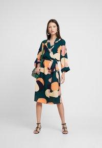 Monki - ANDIE DRESS - Robe d'été - multi-coloured - 2