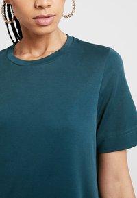 Monki - ABBIE DRESS - Robe en jersey - dark green - 4