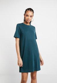 Monki - ABBIE DRESS - Robe en jersey - dark green - 0