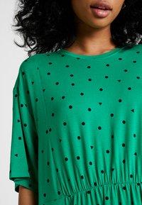 Monki - MIXI DRESS - Žerzejové šaty - green - 5