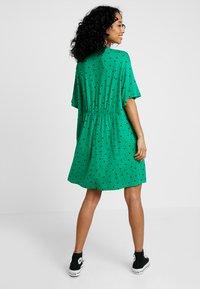 Monki - MIXI DRESS - Žerzejové šaty - green - 2