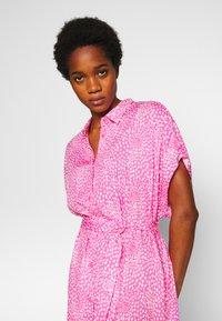 Monki - NINNI DRESS - Blousejurk - pink medium - 4