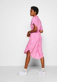 Monki - NINNI DRESS - Blousejurk - pink medium - 3
