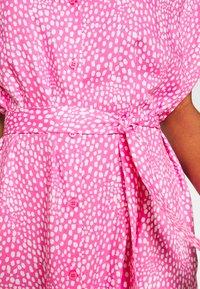 Monki - NINNI DRESS - Blousejurk - pink medium - 6
