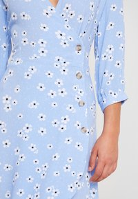 Monki - TORYN DRESS - Shirt dress - blue dusty light - 6