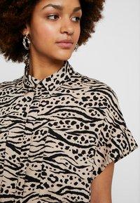 Monki - ILLY DRESS - Sukienka koszulowa - beige/black - 5