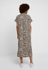 Monki - ILLY DRESS - Sukienka koszulowa - beige/black - 0