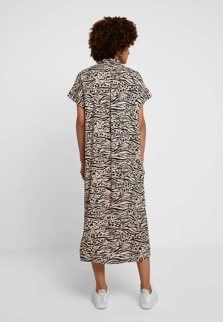 Monki - ILLY DRESS - Sukienka koszulowa - beige/black