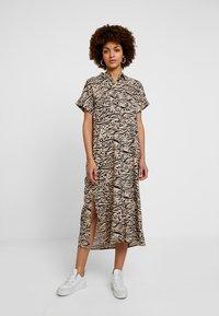 Monki - ILLY DRESS - Sukienka koszulowa - beige/black - 3
