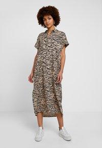 Monki - ILLY DRESS - Sukienka koszulowa - beige/black - 2
