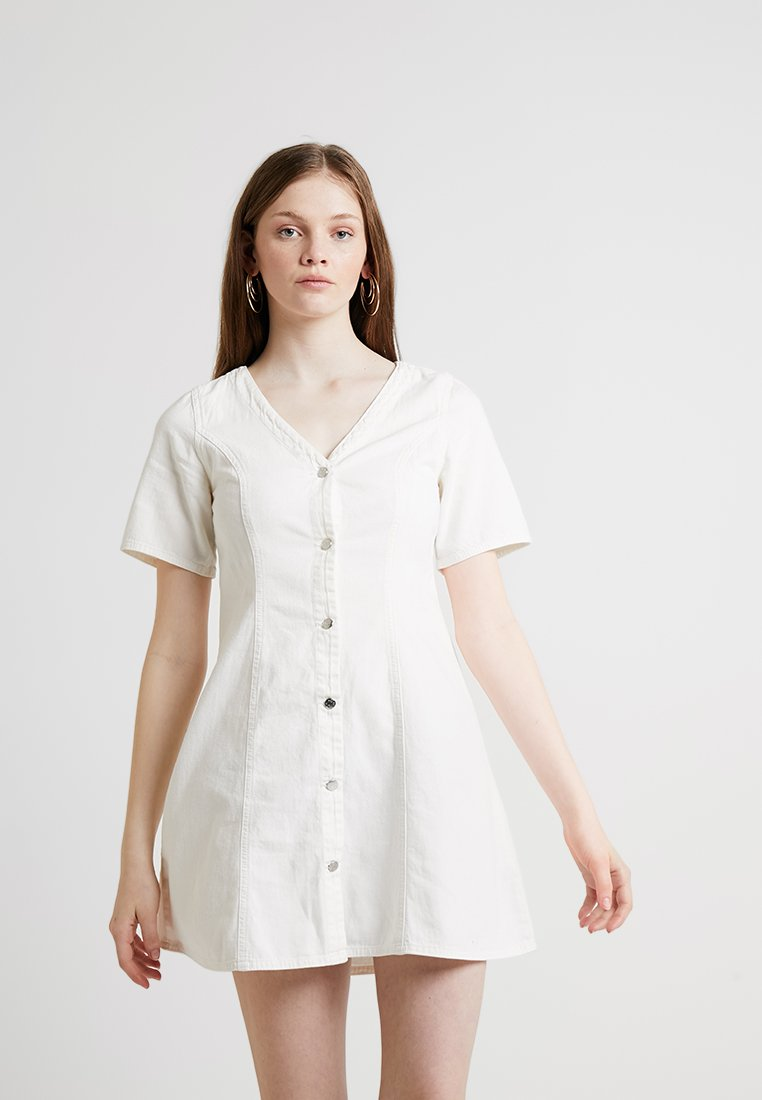 Monki - JODI DRESS - Jeanskleid - off white