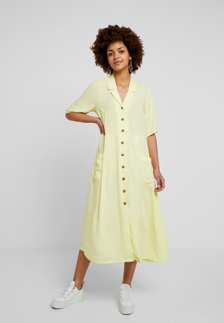 Monki - MATTIS DRESS - Skjortekjole - yellow